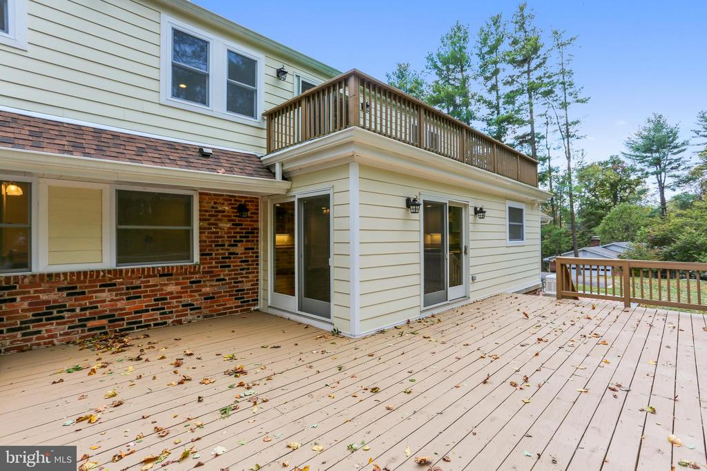 Two decks for your enjoyment - 315 SCOTT DR, SILVER SPRING