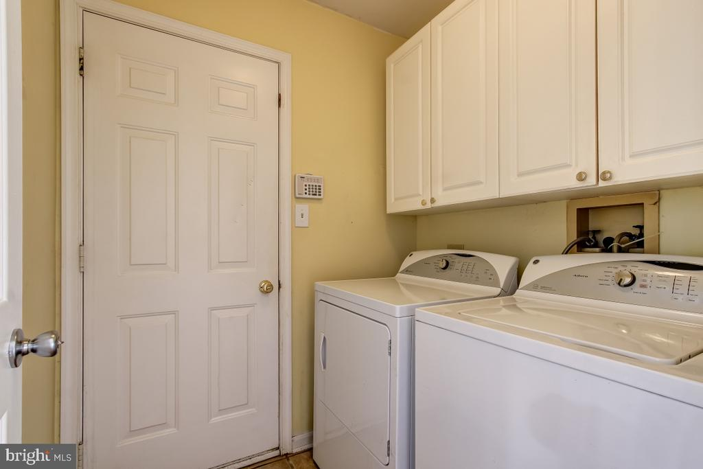 Laundry Room with storage - 9224 MATTHEW DR, MANASSAS PARK