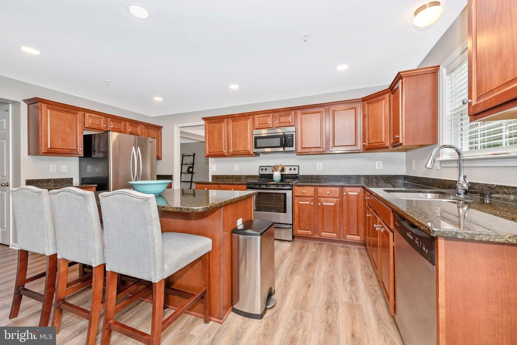 Stainless appliances - 10303 ILIAMNA CT, NEW MARKET