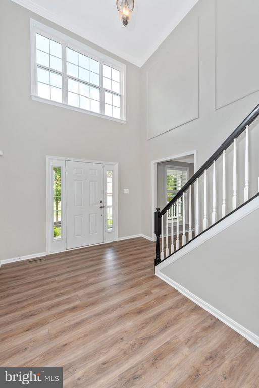 Beautiful windows above the front door - 10303 ILIAMNA CT, NEW MARKET