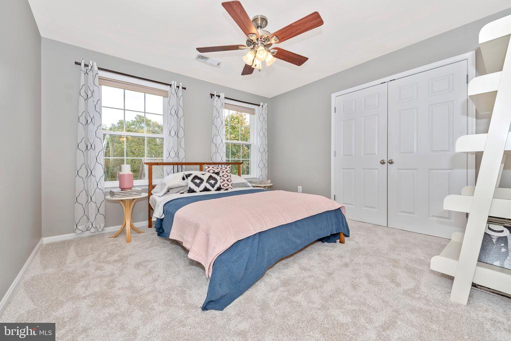 Guest room ensuite with full bathroom - 10303 ILIAMNA CT, NEW MARKET