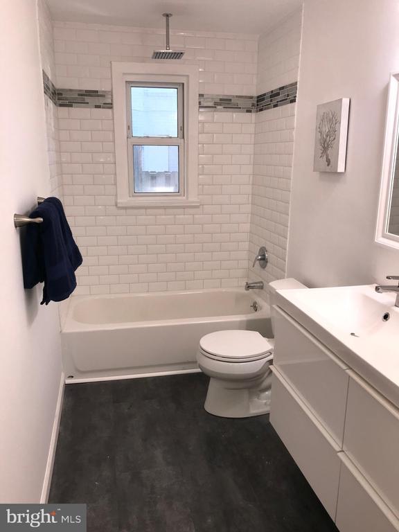 Renovated Full Bathroom (Main Level) - 2411 S MONROE ST, ARLINGTON