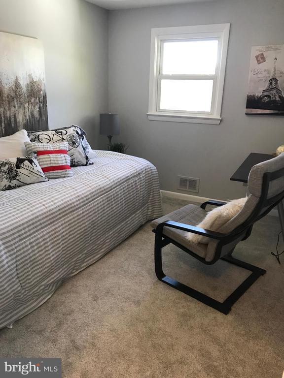 Bedroom #3 (Main Level) - 2411 S MONROE ST, ARLINGTON