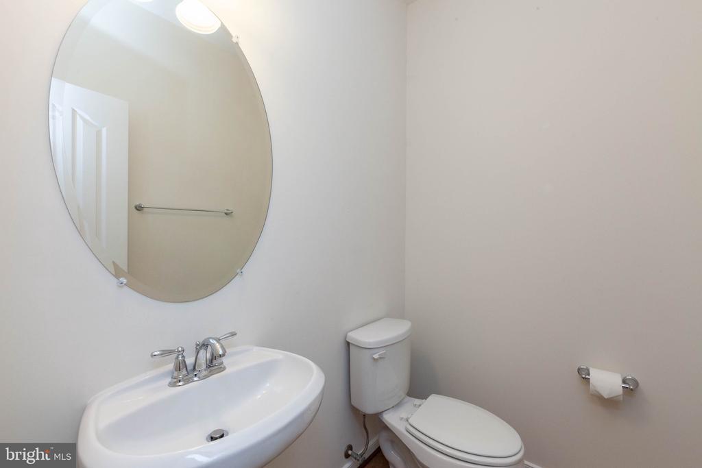 Main level half bath - 11 DARDEN CT, STAFFORD