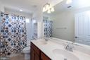 Upper level bath with dual sink vanity - 11 DARDEN CT, STAFFORD