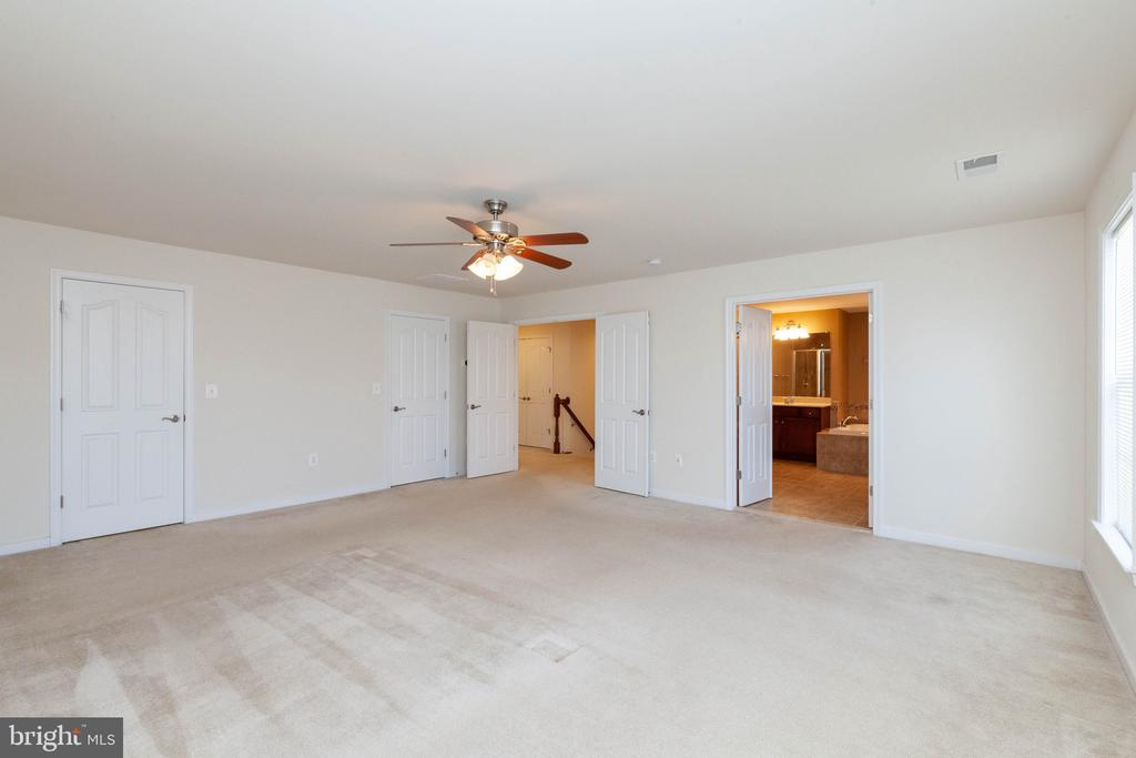 Master bedroom with his and her walk in closet - 11 DARDEN CT, STAFFORD