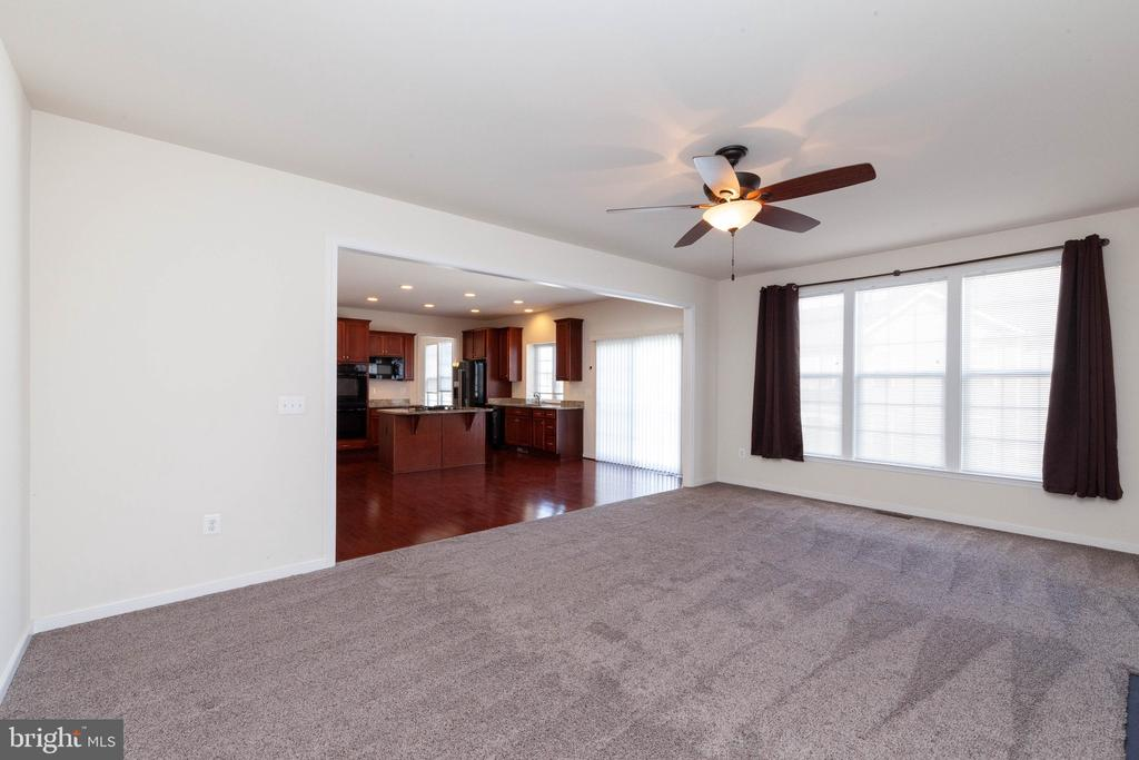Large family room with ceiling fan and fireplace - 11 DARDEN CT, STAFFORD