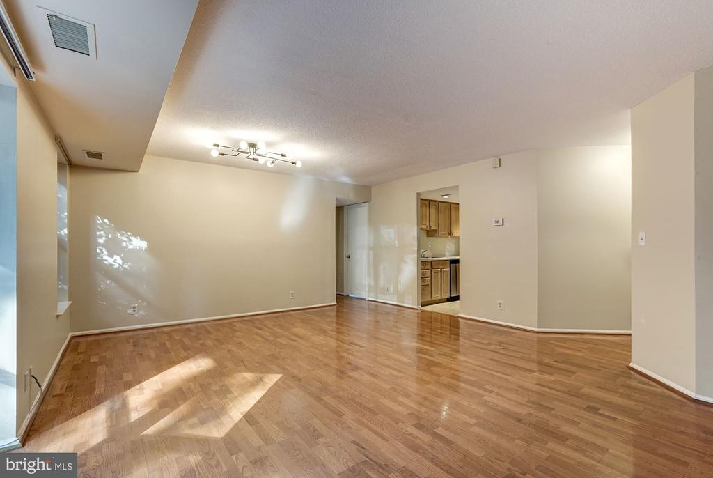 Living room  and dining room with lovely hardwood - 2100 LEE HWY #224, ARLINGTON