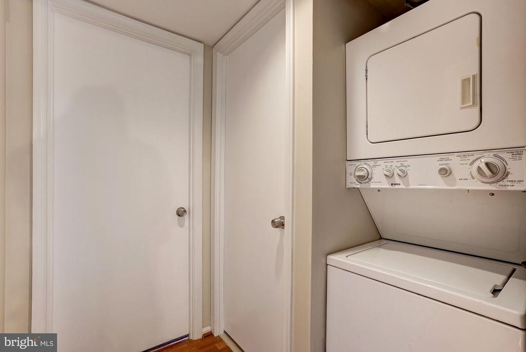 Washer and dryer in unit, great convenience! - 2100 LEE HWY #224, ARLINGTON