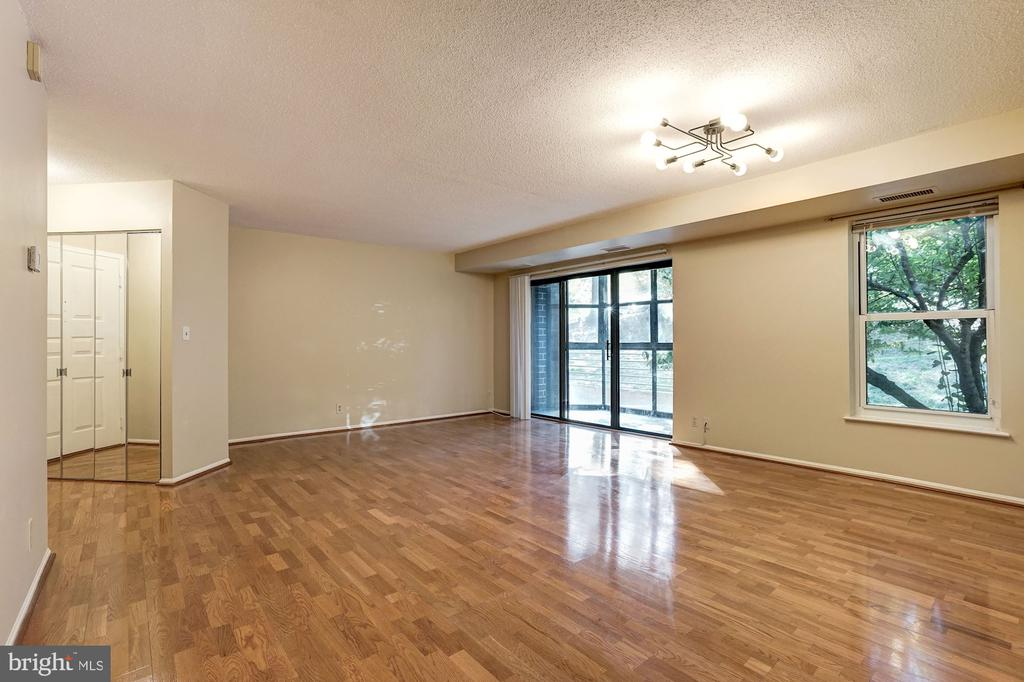 Open concept to make your own - 2100 LEE HWY #224, ARLINGTON