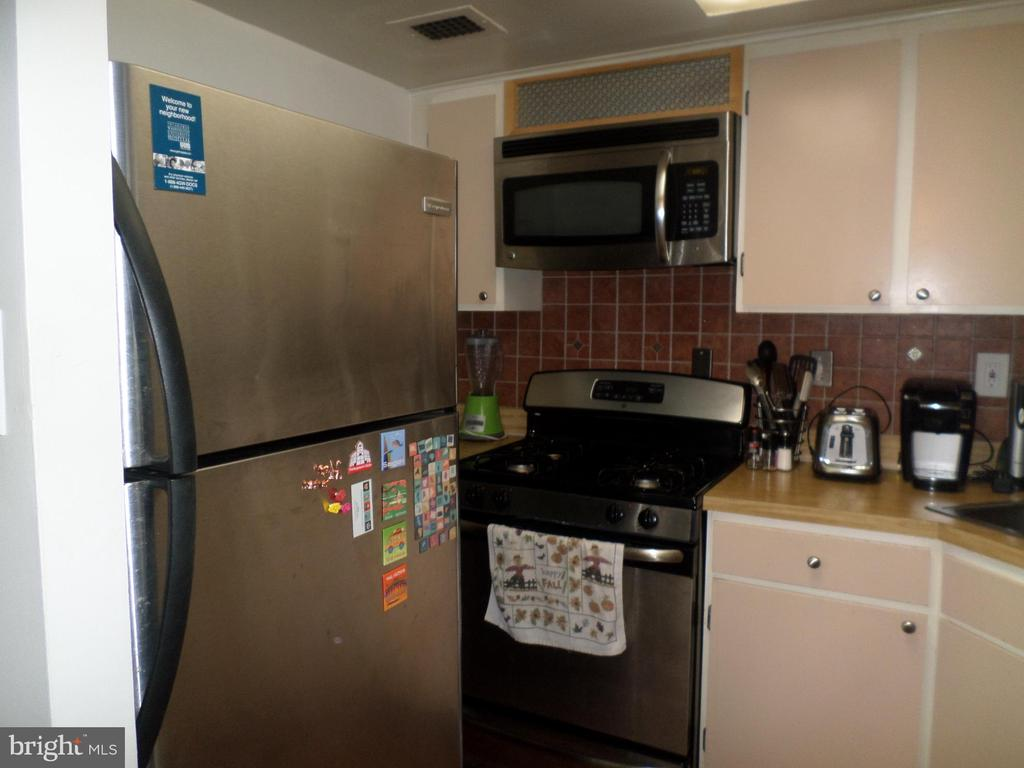 fridge, stove & microwave - 2939 VAN NESS ST NW #1212, WASHINGTON
