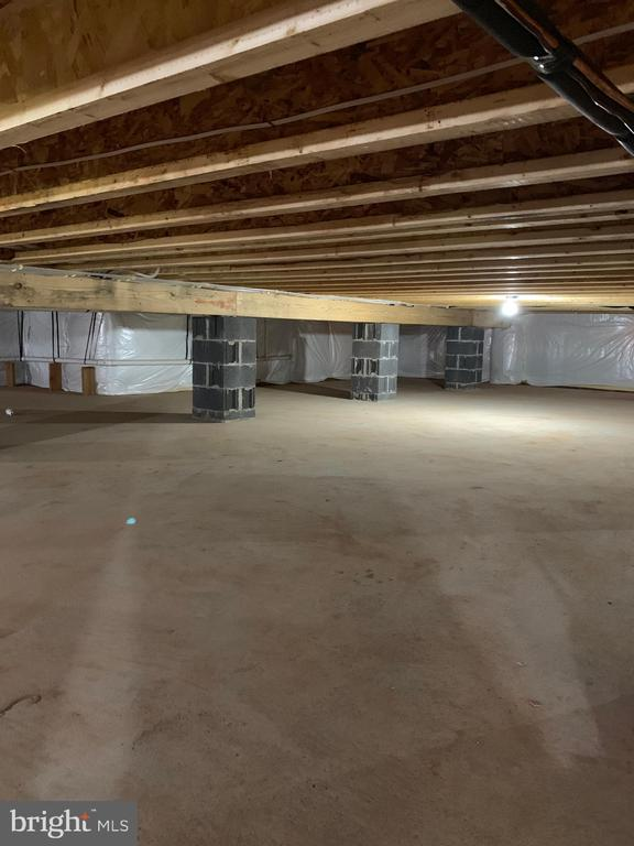 Conditioned crawl space for storage - 319 LIBERTY BLVD, LOCUST GROVE