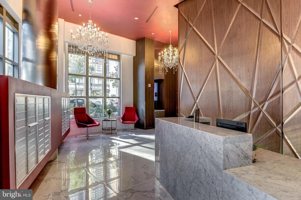 Lobby and concierge desk - 460 NEW YORK AVE NW #507, WASHINGTON