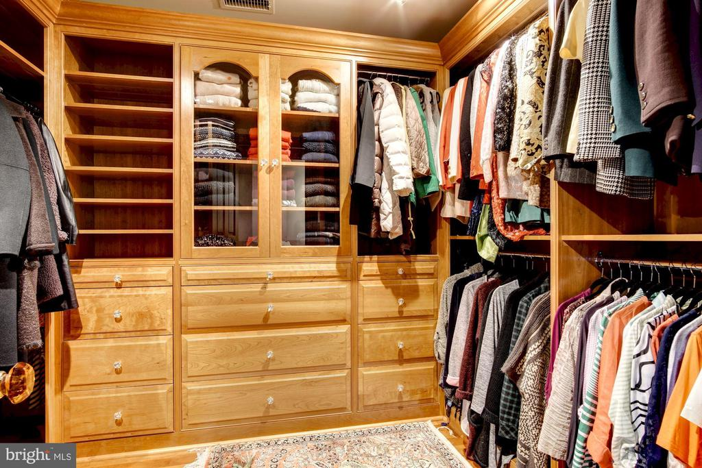 Master bedroom  with 2 separate walk-in closets - 3036 WOODLAND DR NW, WASHINGTON