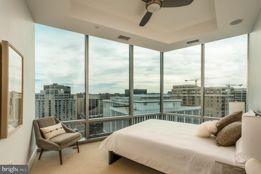 3rd Bedroom with dramatic windows and shades - 1881 N NASH ST #1902, ARLINGTON
