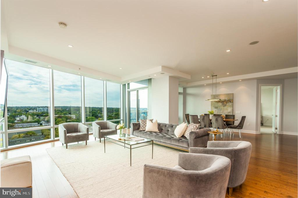 Living room with floor to ceiling windows. - 1881 N NASH ST #1902, ARLINGTON