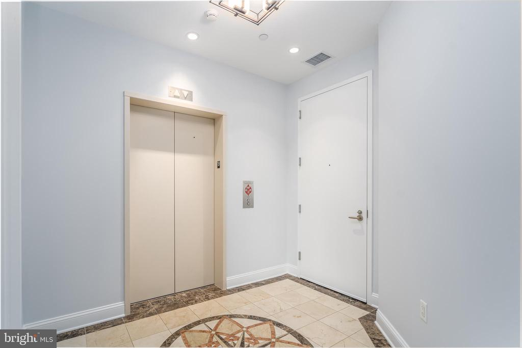 Private elevator. - 1881 N NASH ST #1902, ARLINGTON