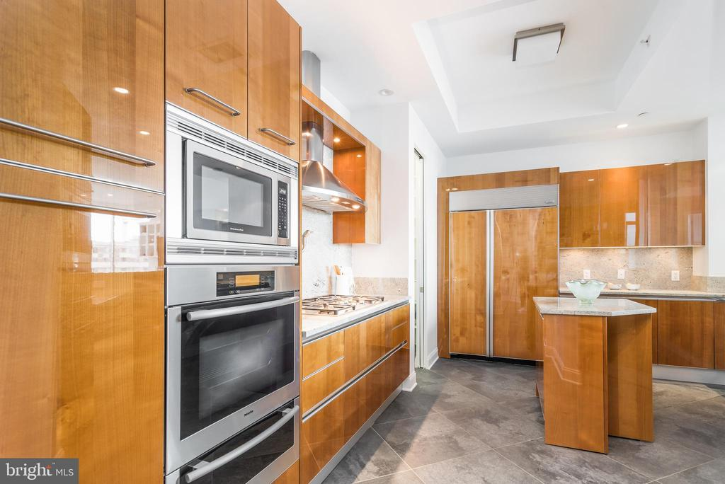 Cabinet and counter space galore. - 1881 N NASH ST #1902, ARLINGTON