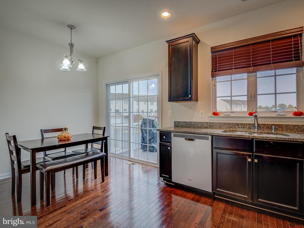EAT IN KITCHEN WALKS OUT TO DECK - 43092 CENTER ST #4G, CHANTILLY