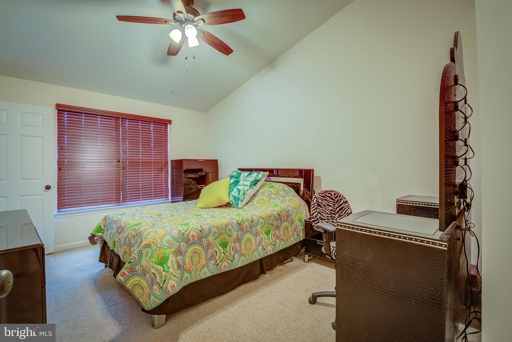 DUAL MASTER SUITE - 43092 CENTER ST #4G, CHANTILLY