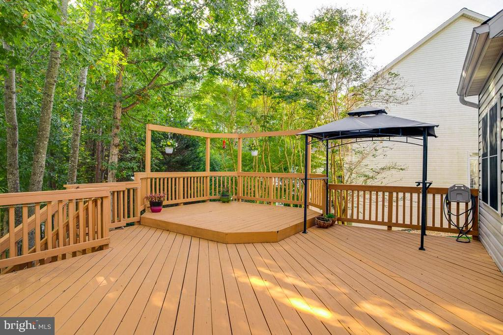 Step up to the lounge area of deck - 3 BULLRUSH CT, STAFFORD