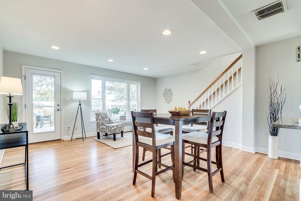 Open dining and living room - 225 GUTHRIE AVE, ALEXANDRIA