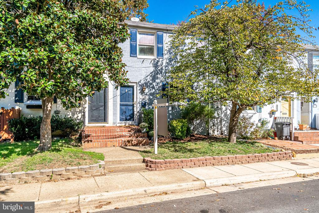 Nestled in the heart of Warwick Village - 225 GUTHRIE AVE, ALEXANDRIA