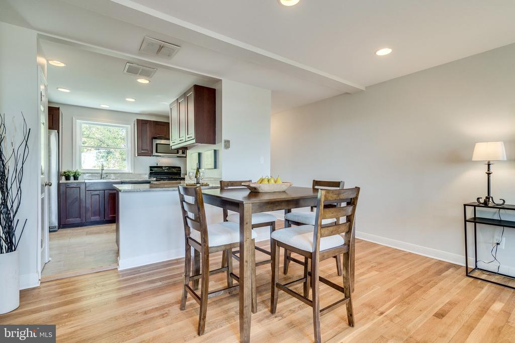 Open kitchen and dining room - 225 GUTHRIE AVE, ALEXANDRIA
