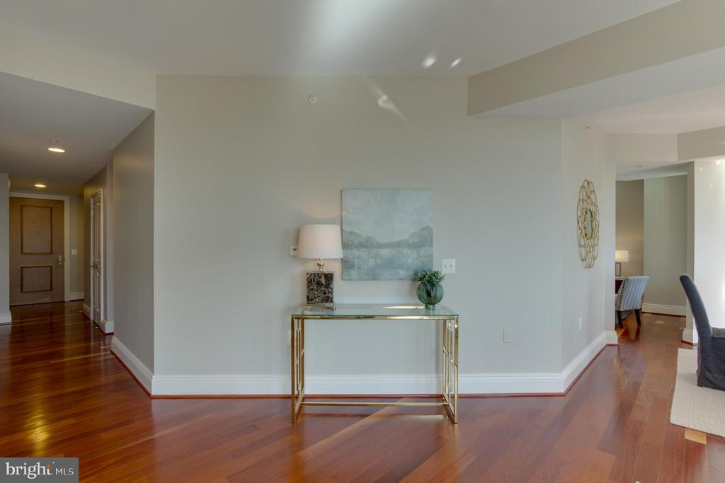 Entry - 11990 MARKET ST #1112, RESTON