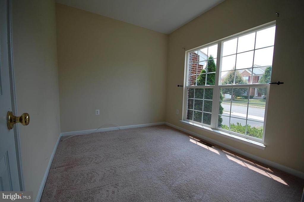 Main level office - 106 ROY CT SE, LEESBURG