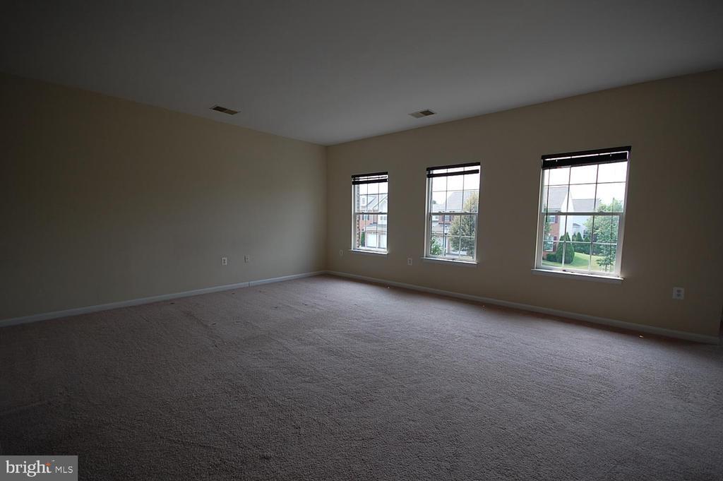 Master bedroom - 106 ROY CT SE, LEESBURG