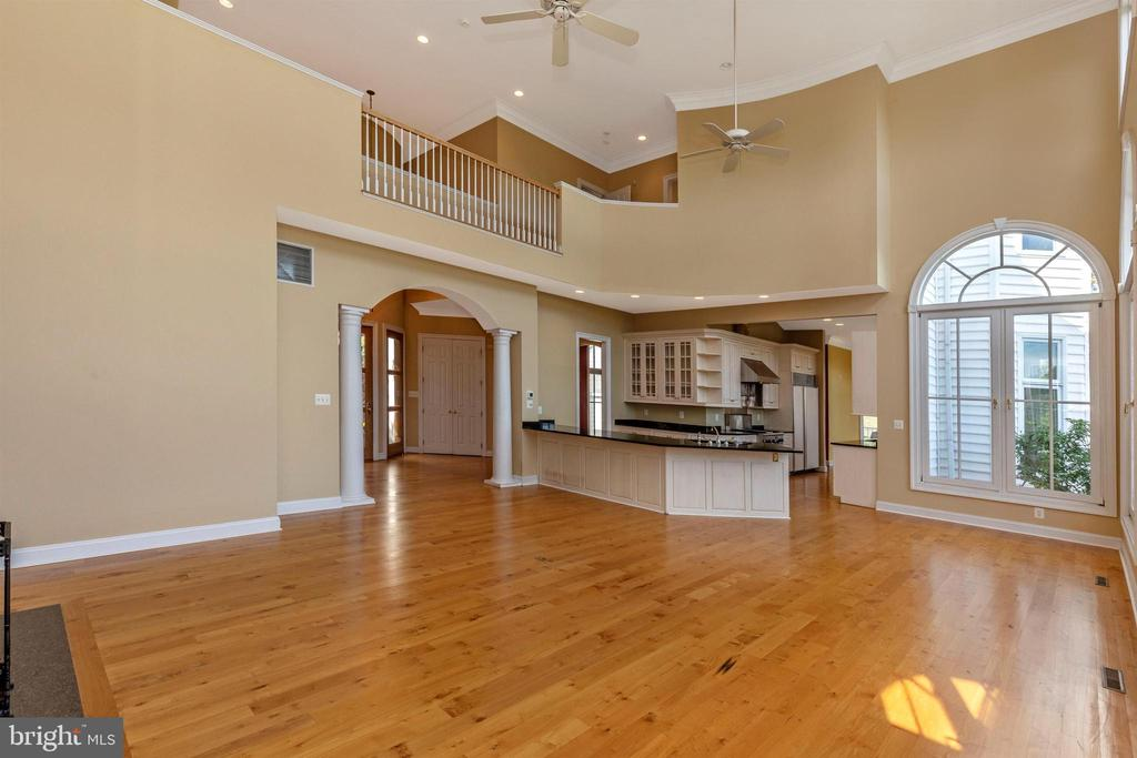 Two story family room with upper level catwalk. - 10035 PEBBLE BEACH TER, IJAMSVILLE