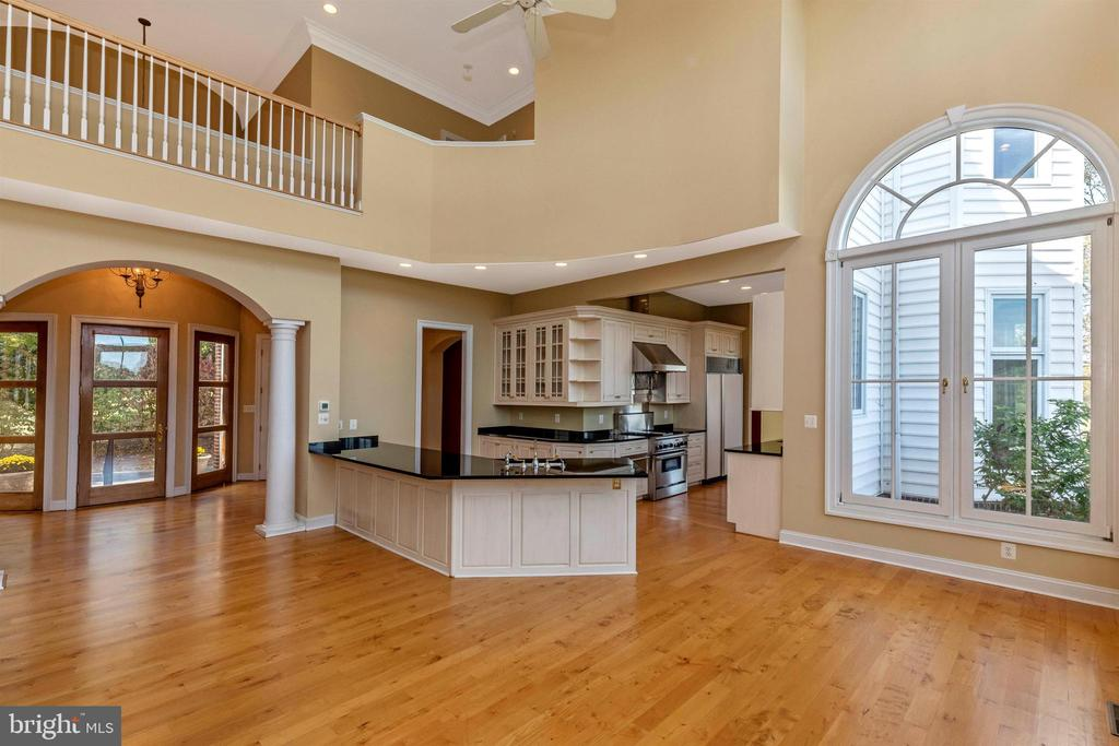 Two story family room - an amazing open space! - 10035 PEBBLE BEACH TER, IJAMSVILLE