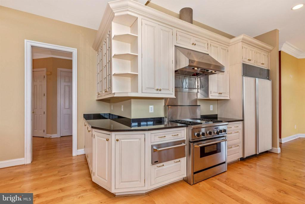 High end appliances including a sub zero fridge! - 10035 PEBBLE BEACH TER, IJAMSVILLE