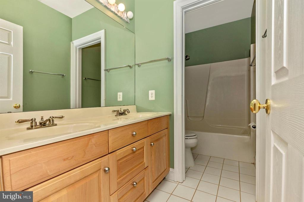 Lower level full bathroom. - 10035 PEBBLE BEACH TER, IJAMSVILLE