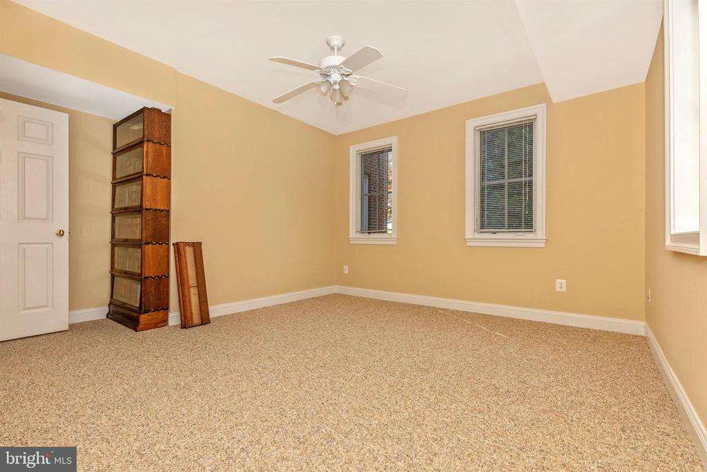 Lower level fourth bedroom. - 10035 PEBBLE BEACH TER, IJAMSVILLE