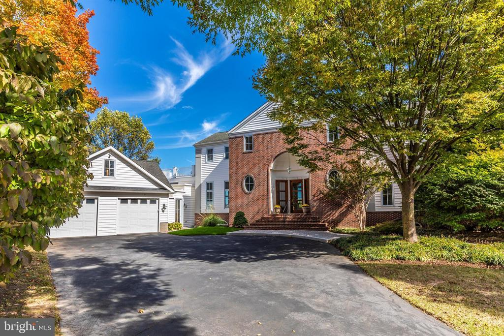Stunning curb appeal - great cul-de-sac location. - 10035 PEBBLE BEACH TER, IJAMSVILLE