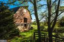 Restored barn with animal paddocks - 8394 ELWAY LN, WARRENTON