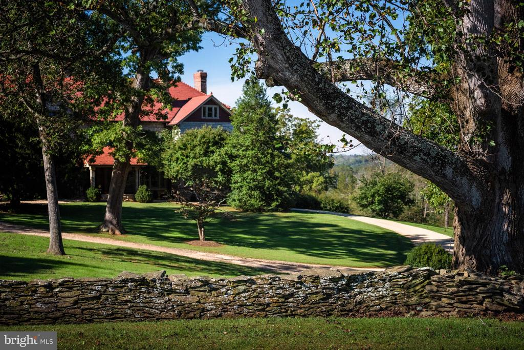 Stacked stone walls grace the property - 8394 ELWAY LN, WARRENTON