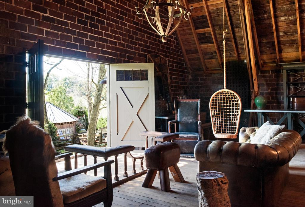 Barn seating with swing and magical farm views - 8394 ELWAY LN, WARRENTON