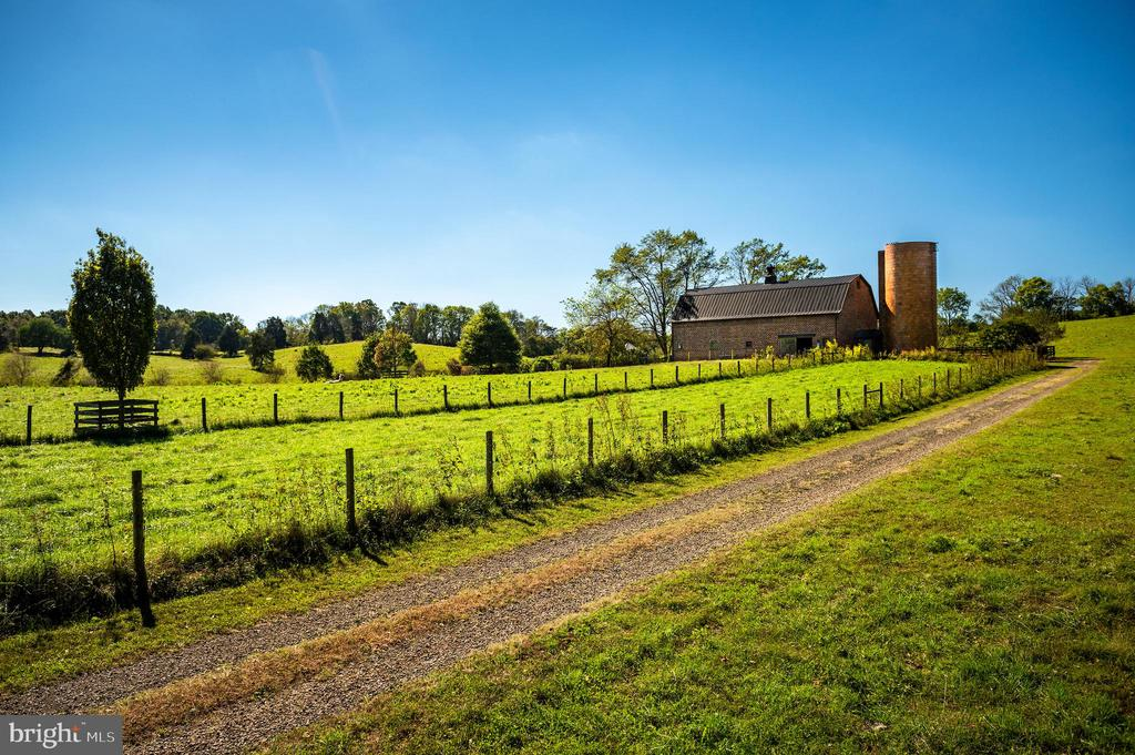 Brick barn and silo with copper roof - 8394 ELWAY LN, WARRENTON