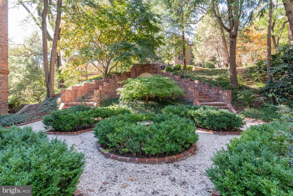 Serene Gardens Views - 3900 CONNECTICUT AVE NW #102G, WASHINGTON