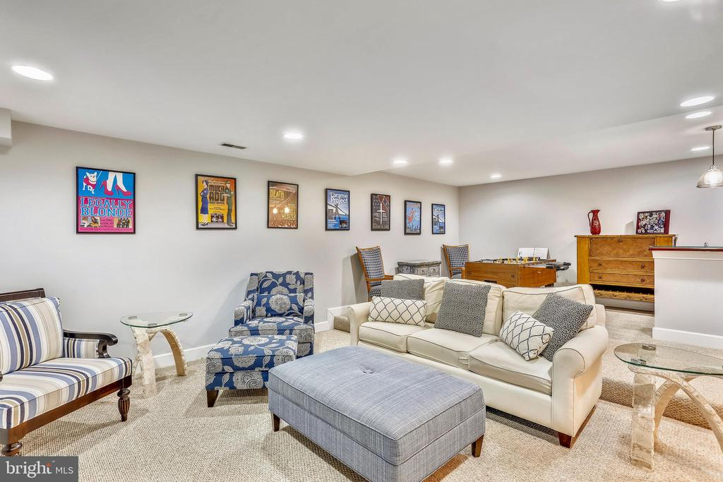 Recreation room w/recessed lighting - 616 FIREHOUSE LN, GAITHERSBURG