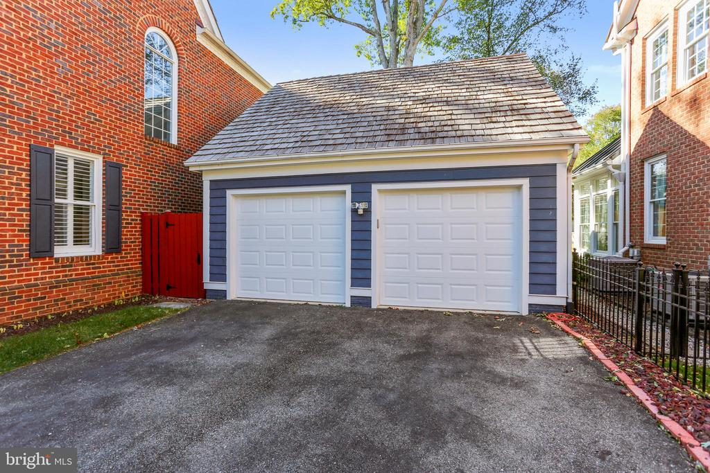 Private driveway and two-car garage - 616 FIREHOUSE LN, GAITHERSBURG