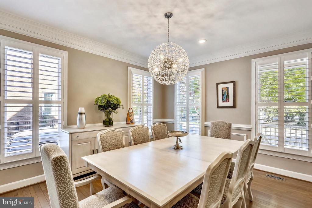 Formal dining room w/plantation shutters - 616 FIREHOUSE LN, GAITHERSBURG