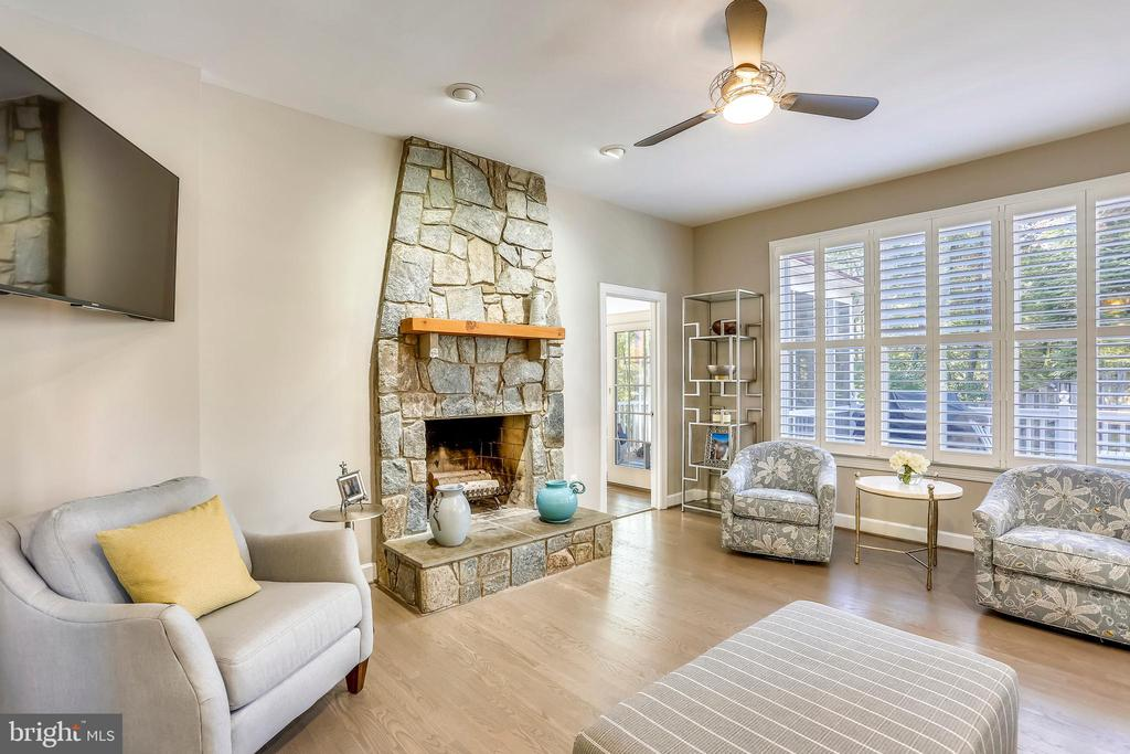 Family room w/stone fireplace - 616 FIREHOUSE LN, GAITHERSBURG