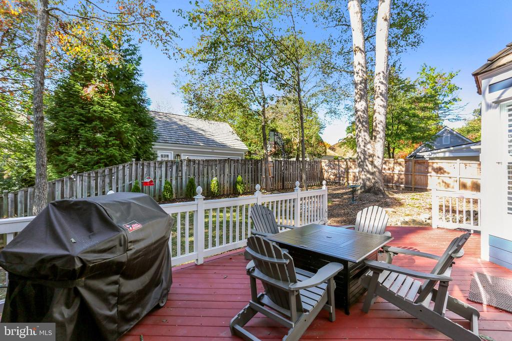Large, sunny deck - 616 FIREHOUSE LN, GAITHERSBURG