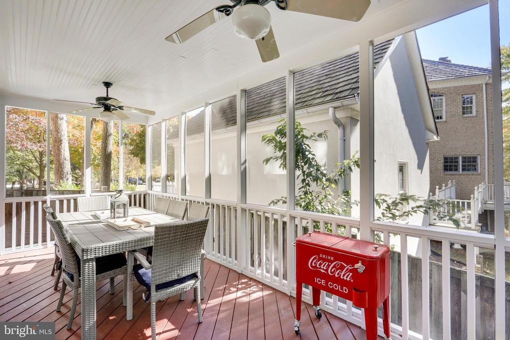 Screened porch offers space to relax & entertain - 616 FIREHOUSE LN, GAITHERSBURG