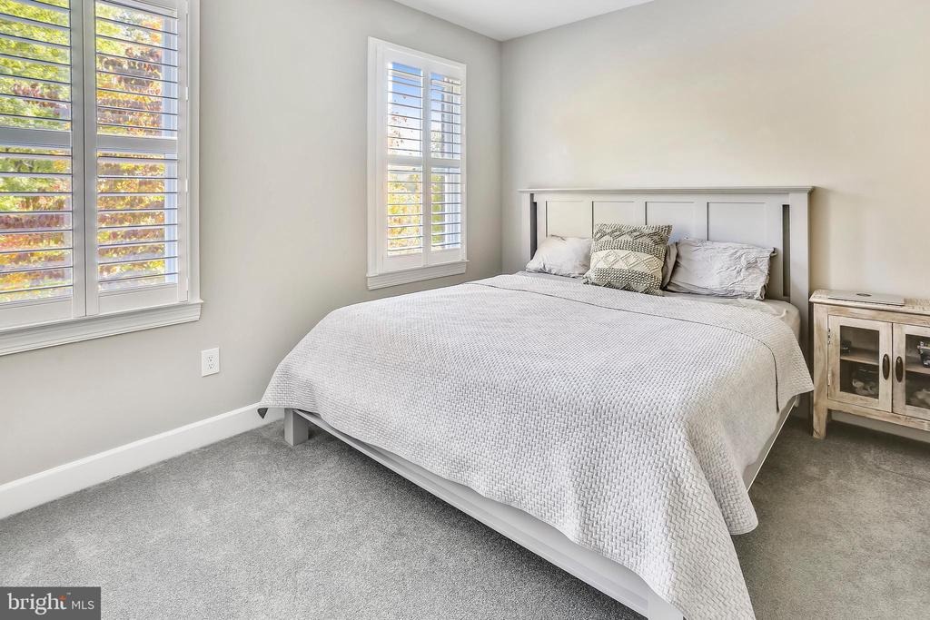 Spacious second bedroom - 616 FIREHOUSE LN, GAITHERSBURG