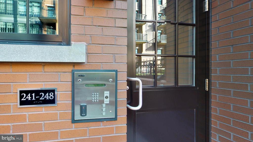 Secure Entrance To Buildings - 1610 N QUEEN ST #243, ARLINGTON